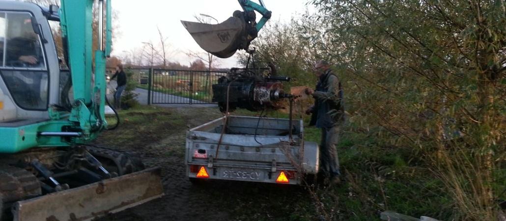 Scheepsmotor uit de sloep, in de de aanhanger